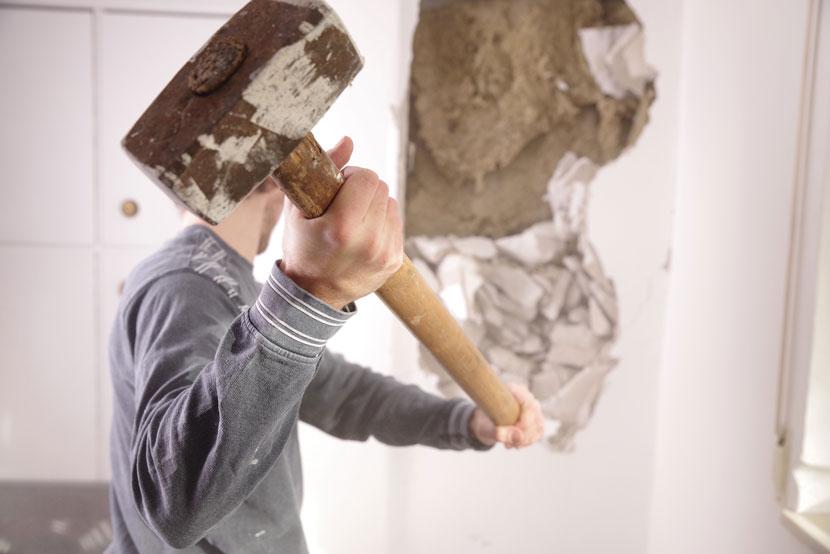 Comment trouver un artisan pour casser une cloison ?
